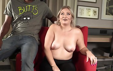 heavy GILF Tatianna has lark with black guy