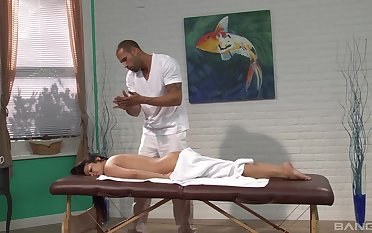 Mia Lelani pleasured by the massage expert with a huge dick