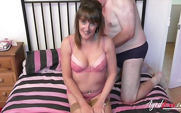 Flowing legs in her old fashioned stockings Pandora gets mature cunt fucked
