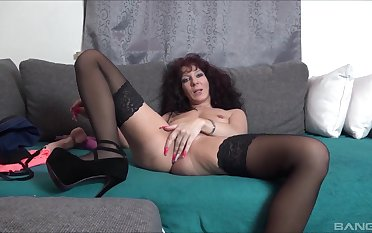 Solo amateur mature, naughty toy porn on live cam