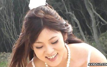 Wanting the chain cute Maiko Yoshida sucking her boyfriend's dick on the beach