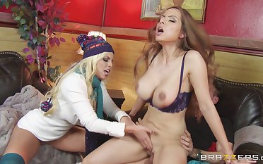 Britney Amber plus Yurizan Beltran share one bushwa during threesome