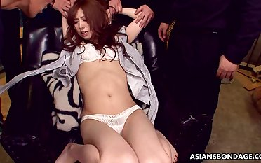 Japanese prostitute Karin Yazawa spreads trotters up get her pussy shaved