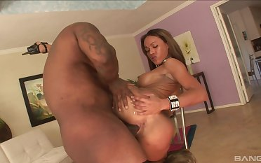 Perfect woman tries anal with the brush black lover then swallows his juice