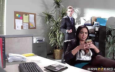 Coitus on get under one's office enter with Latina scrivener Selena Santana