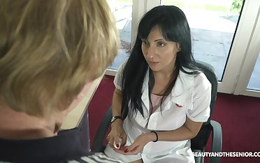 Young female urologist Sher Herb knows how to get an erection