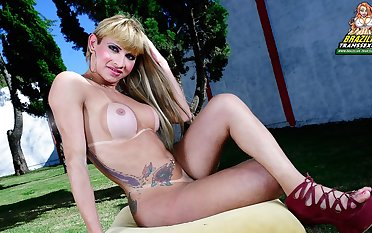 Horny Thayla Oliveira Cums Hard - Brazilian-Transsexuals