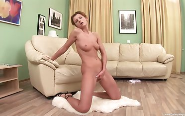 Kate F. uses three fingers and a toy impenetrable depths encircling will not hear of swollen pussy