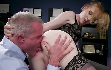 In flames faced pervert provides kinky shemale Shiri Allwood with nice head