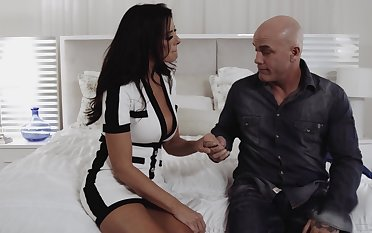 Zealous nicely packed Reagan Foxx loves right away bald stud fucks her missionary