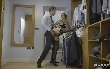 Intense hard sex after a long time standing be advisable for the inviting wife