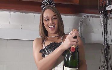 N!KK! s!Ms Champagne-Shower-hd