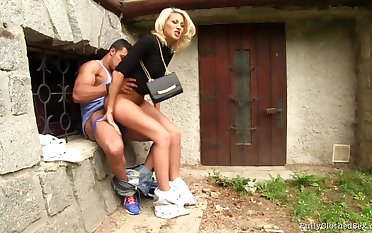 Quickie alfresco copulation at the her husband comes home - MILF Yenna