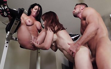 Fitness buffs Veronica Avluv together near Cytherea subjoin up near a like-minded little shaver