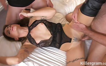 Slim MILF keen on gangbang porn video