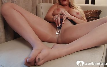 Busty stepmom teases him with her feet