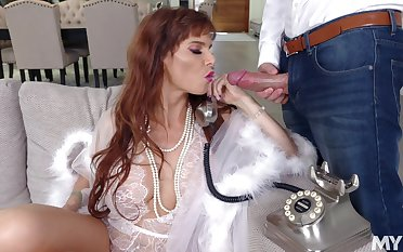 Really staggering MILF Syren De Mer is ready to take cock into their way mouth for BJ