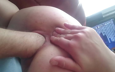 Hand fro pussy