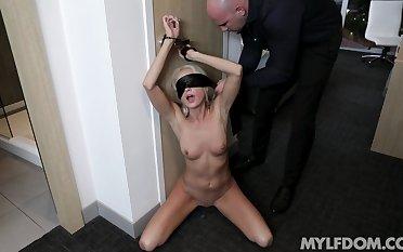 Mysha Mynx dabbles in bondage and receives a hardcore boning