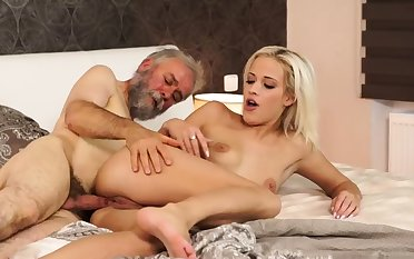 Superannuated young creampie Surprise your girlplaymate and she