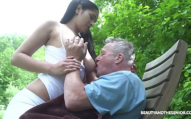 Busty sitter Ava Black bangs papa and takes cumshots on say no to titanic breast