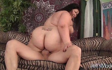 Fat ass plumper slut Juicy Jazmynne bounces wide and down hard cocks in cowgirl