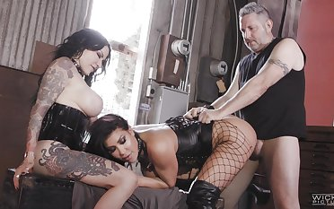 Wild wenches August Taylor and Jenevieve Hexxx stun their shared lover