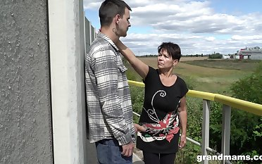 Short haired granny shamelessly gives a blowjob outdoors and fucks unstintingly