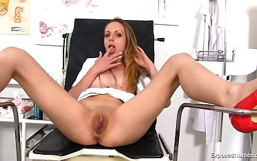 Aroused sadness cant quagmire impede from bringing off with gyno equipment, because she wants to cum