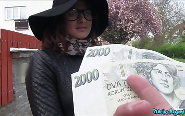 Czech beauty accepts cash for a to one's liking fuck on cam
