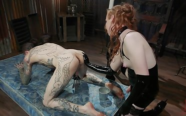 Bottomless gulf ass domination for a redhead exceeding her male slave