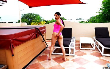 Nice Latin babe Ella Cruz is finger fucking wet yummy snatch off out of one's mind the pool