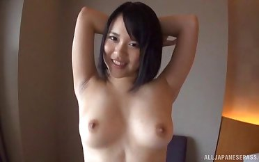 Sexy solo babe from Japan drops her be dying for to essay some amusement