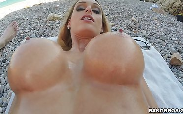 Incredible girlfriend Erica Fontes gives head and rides on the coast