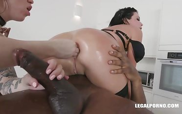 Veronica Avluv and Monika Ultra-Kinky had an bi-racial four-way the other day and enjoyed on the other hand it sensed