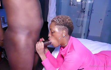 Hot ebony chunky cougar energizing sexual congress scene