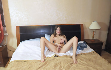Victoria plays cards in bed and masturbates - WeAreHairy