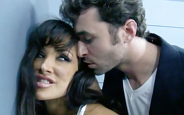 Unconventional interrogation take a dark-haired big-titted COUGAR